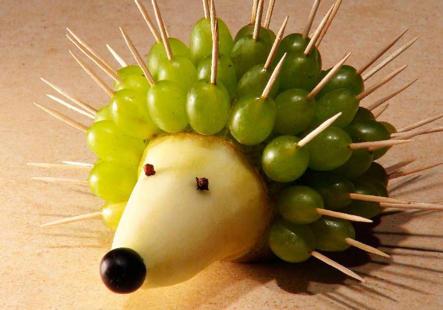 Erizo fabricado con uvas